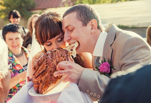 Каравай — незаменимый атрибут традиционной свадьбы