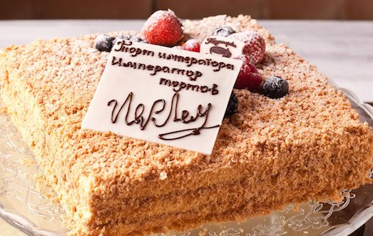 Как писать шоколадом на торте