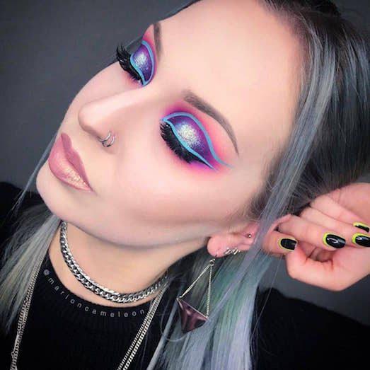 Безумный макияж в неоновых тонах