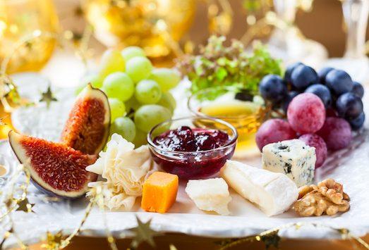 Смотреть Как собрать изысканную сырную тарелку видео