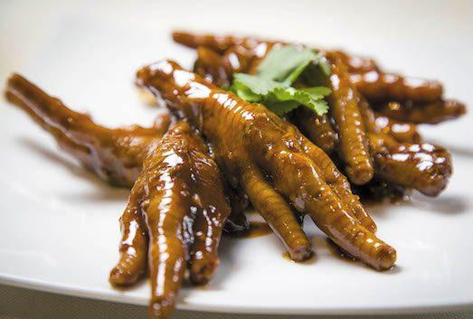 Яскраві і незвичайні страви з курячих лапок