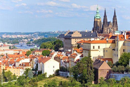 Преимущества и недостатки постоянного проживания в Чехии