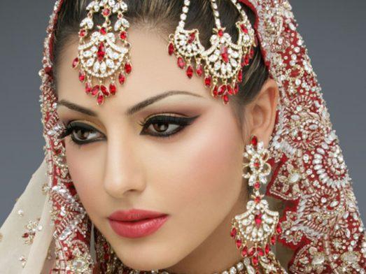 Як зробити справжній макіяж в індійському стилі?
