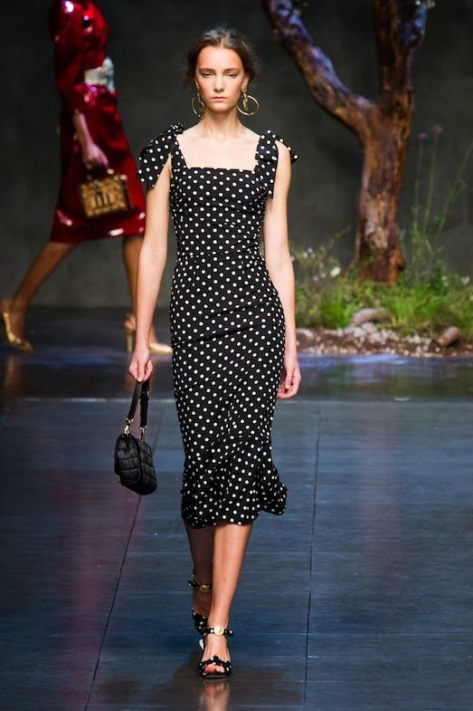 Як модно носити одяг з горошку?