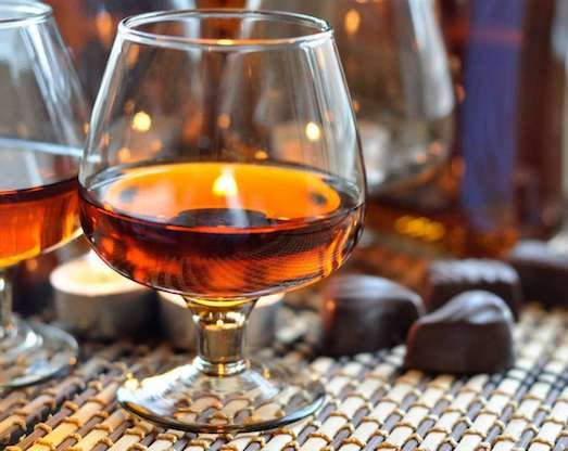 Домашній коньяк — відмінний напій для свята