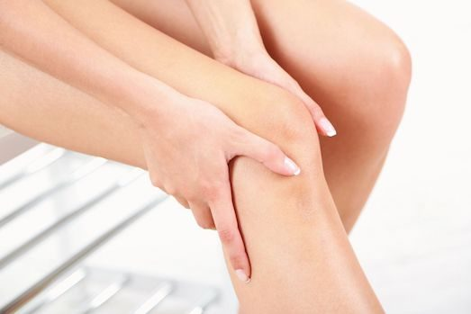 Почему по утрам болят суставы ног отеки коленных суставов