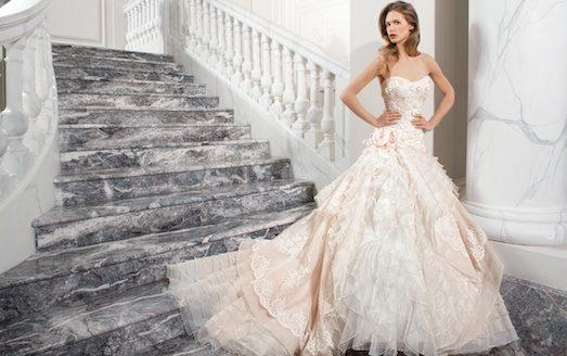 Что же предлагают одевать в торжественный день бракосочетания дизайнеры в  сезоне 2017-2018  Давайте узнаем. 77331168a64