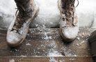 Как почистить обувь от соли?