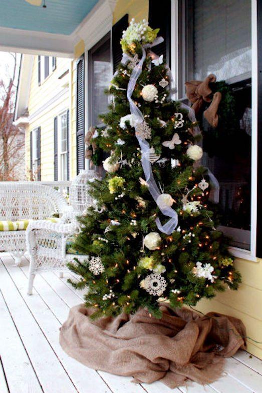 Чем украсить елку на улице?
