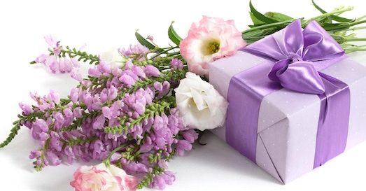 Лучшие варианты корпоративных подарков на 8 Марта