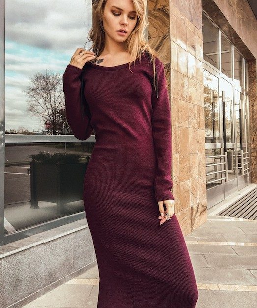 Платье-лапша имеет несколько отличительных особенностей. Первая –  обтягивающий фасон. Вторая – эластичные ткани, которые гарантируют плотное  облегание тела. 560f38c250e
