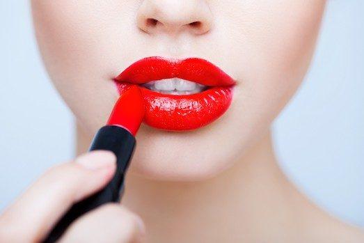 Топ 10 крутых фактов о губной помаде