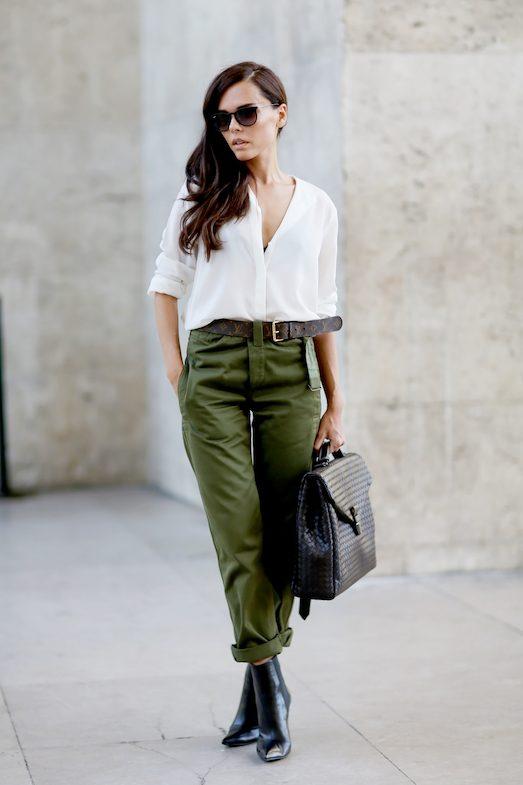 С чем и как носить модные брюки-карго?