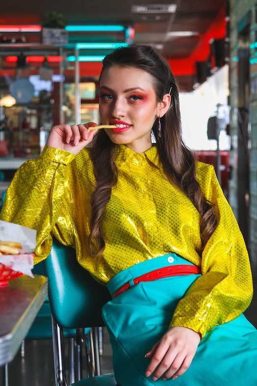 Как носить модный в этом сезоне неон?