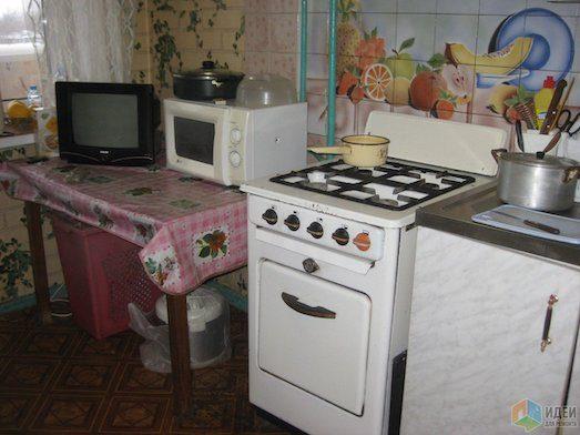 Девушка своими руками сделала ремонт старенькой кухни для мамы