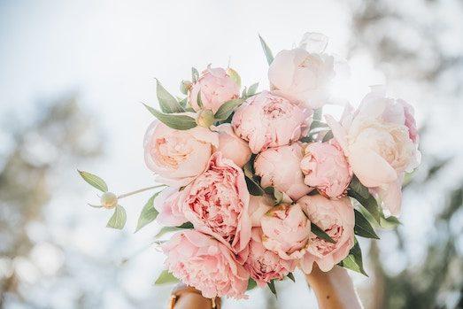 Идеи роскошного свадебного букета из пионов