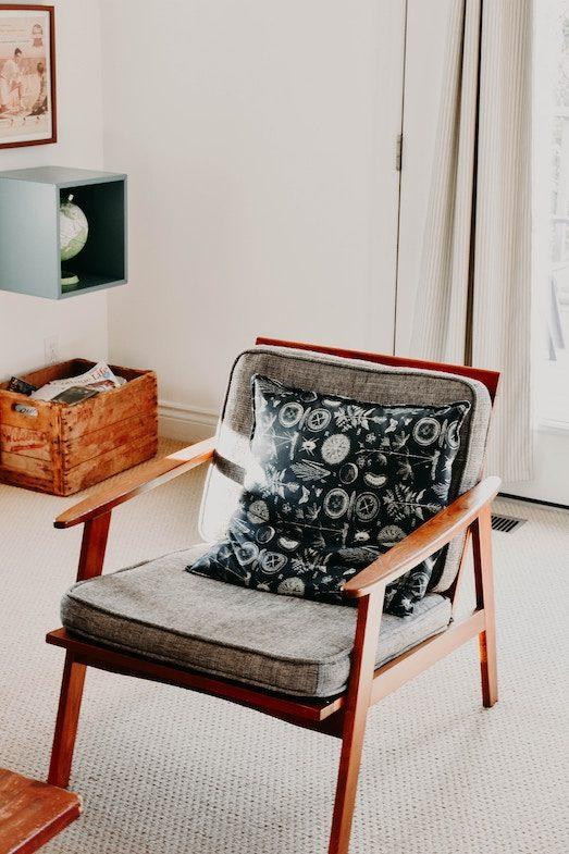 Кресло в интерьере - модный элемент в дизайне
